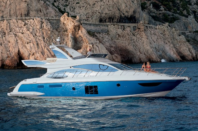 Azimut 45 is a large boat; it has more space and volume available than its ...