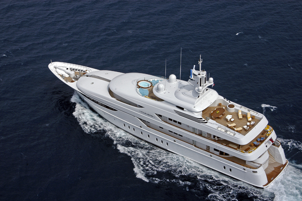 59.4 m Lurssen Oasis superyacht underway