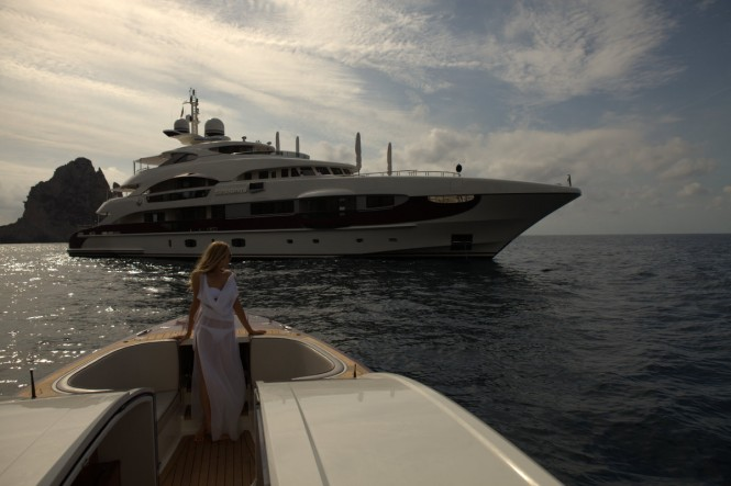 Luxury Motor Yacht Quinta Essentia. Moving onto the sun-deck, ...