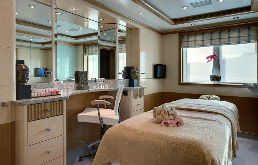 Motor Yacht Pegasus V - Beauty Parlour - Caribbean and Mediterranean ...