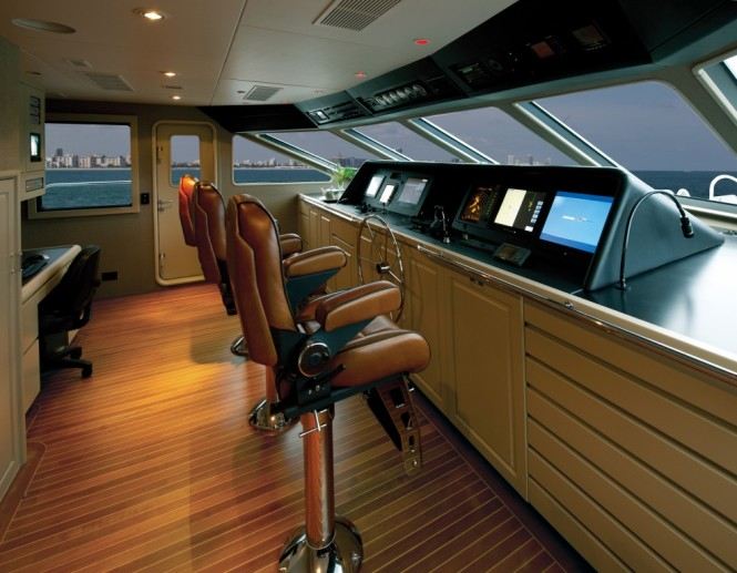 Motor yacht FIRST DRAW - Pilothouse