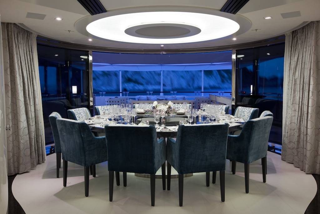 Sumptuous dining table for 12 guests superyacht quinta for Dining room 12 seater table