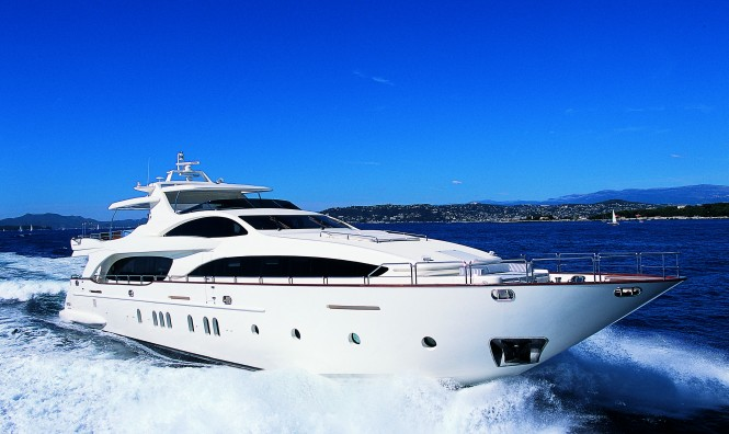 The Grande 116 luxury motor yacht Cinque running