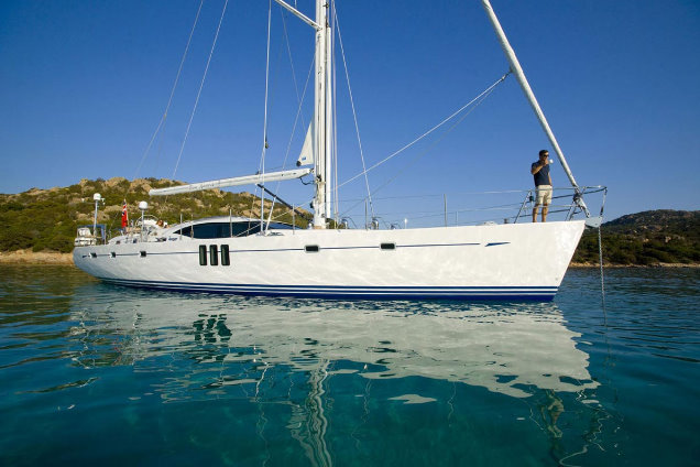 The Oyster 625 sailing yacht Blue Jeannie