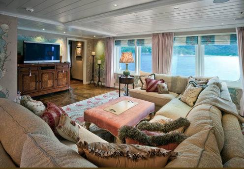 The luxury yacht Polar Star Saloon