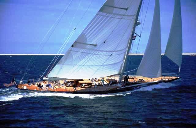 130´ charter yacht Endeavour
