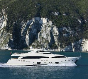 34m motor yacht Helena by Ferretti Custom Line sold