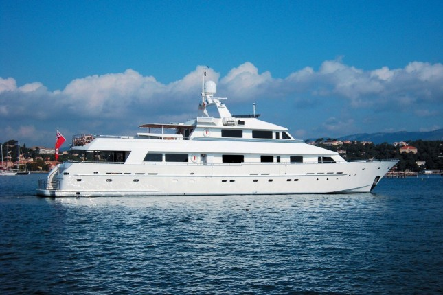 Luxury charter yacht Lionshare