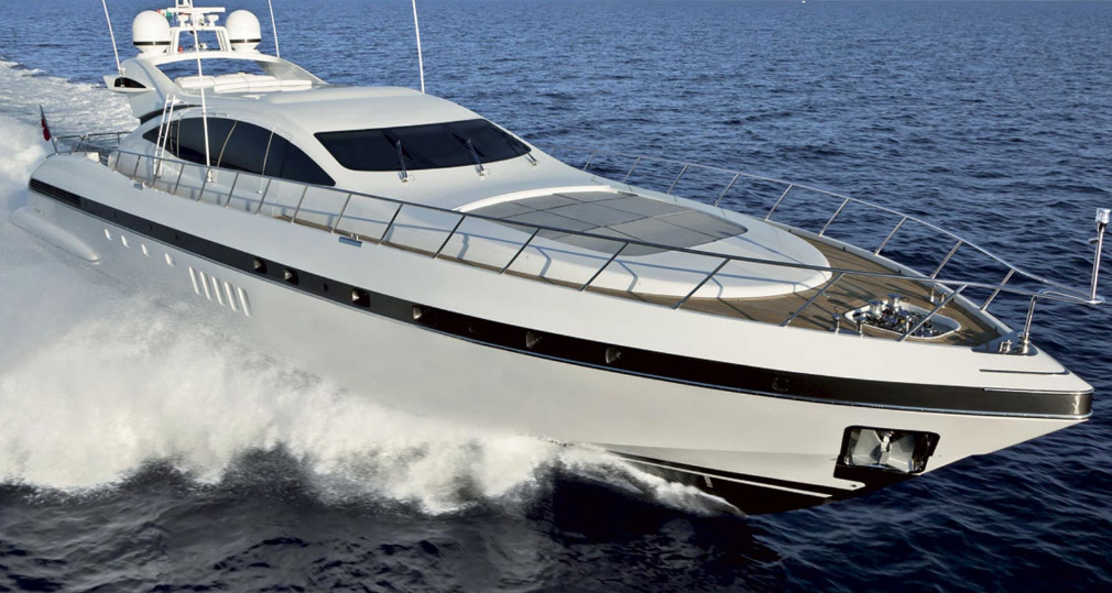 'The perfect body', this seductive Maxi-Open motor yacht Mangusta 92 merges ...