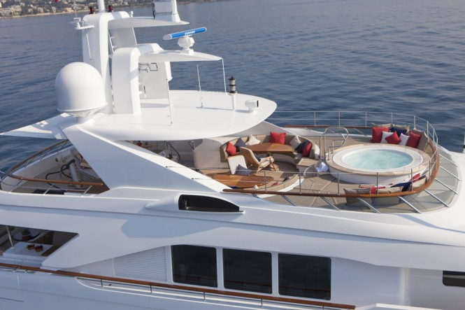 Motor Yacht SNOWBIRD Spa Pool