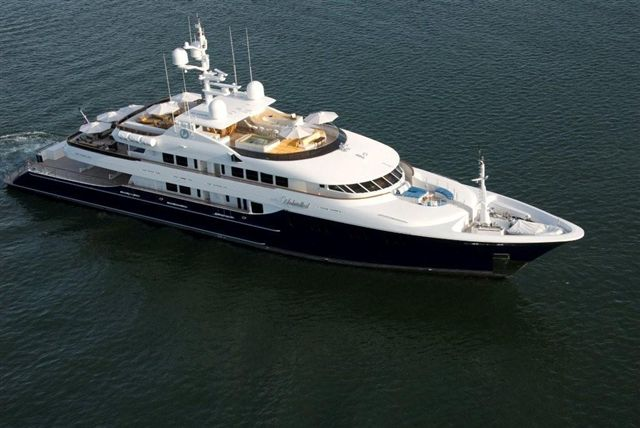 Luxury charter yacht Unbridled