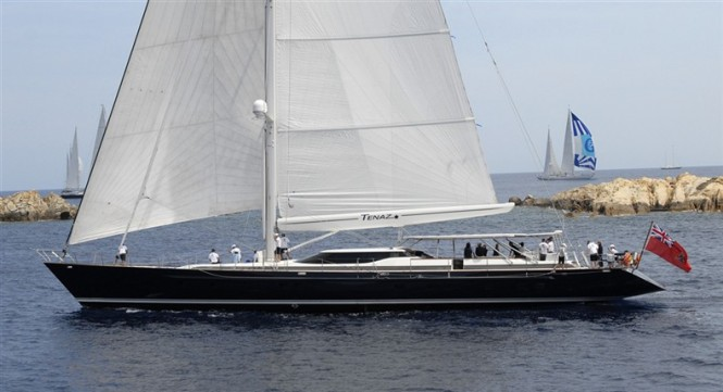 40m luxury yacht Tenaz - side view