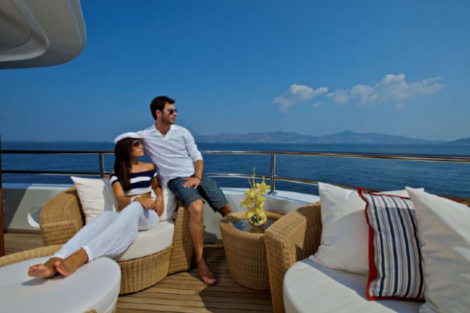 Luxury Yacht O'MEGA - Upper deck lounge