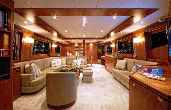Luxury charter yacht ANNABEL II Salon Lounge