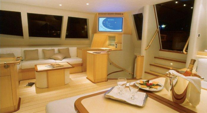 Luxury charter yacht VAIMITI
