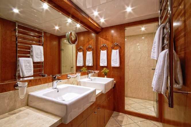 Luxury yacht ANNABEL II Master Bathroom