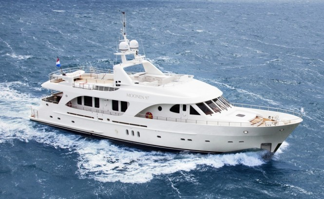 Moonen 97 motor yacht cruising in the North Sea.