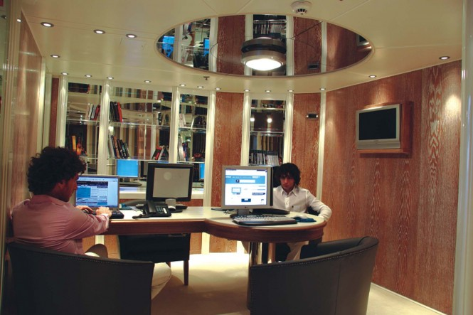 Motor yacht RM ELEGANT - BUSINESS