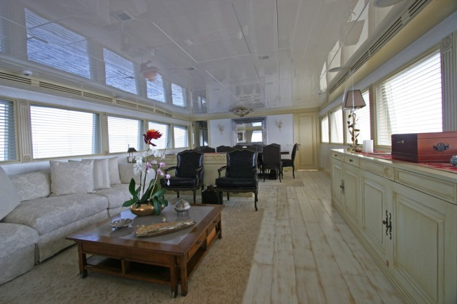 Charter yacht M&M - Main Salon