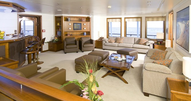 HANSE EXPLORER Yacht - Bar and Lounge