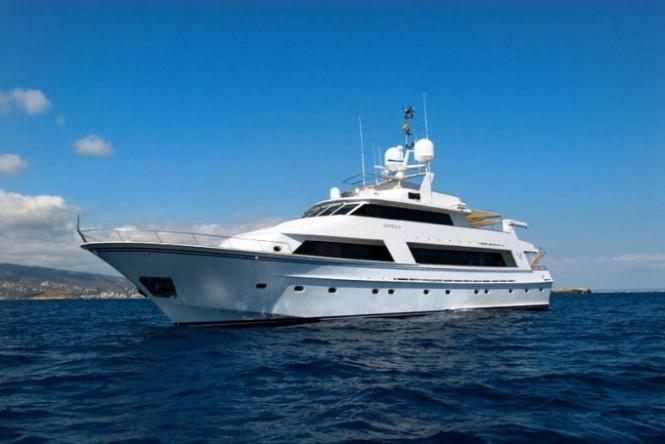 Luxury charter yacht Daniella