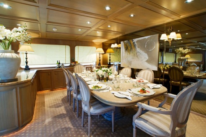 Luxury yacht Daniella -  Elegant Dining