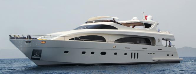 M&M Motor Yacht at Anchor