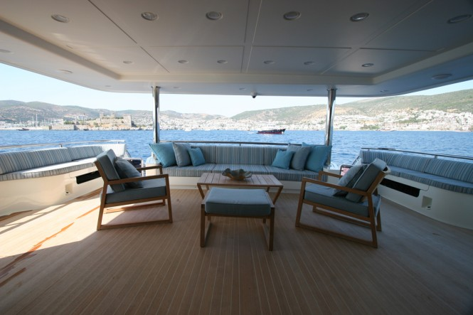 Motor Yacht M&M - Aft Seating Area