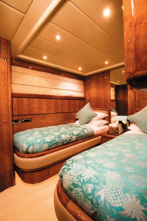 Motor Yacht Powdermonkey - Twin Cabin