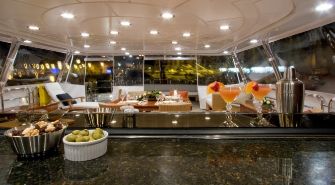 Motor yacht JAZZ OF MONACO Upper Deck