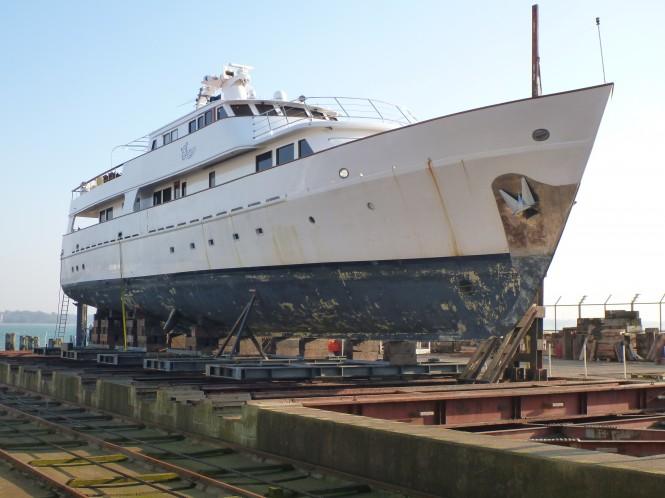 Motor yacht Spada be fore refit