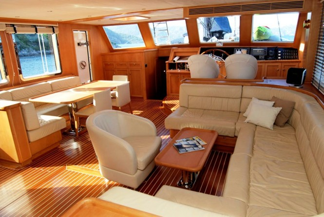 luxury charter yacht SEA COMET -  Salon