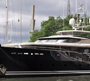 40m motor yacht TATS (ex Loretta Anne IV, Allogante) by Alloy Yachts visits Dennis Conner's North Cove