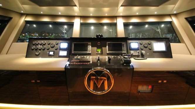 40m luxury yacht M helm station