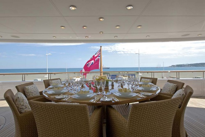 Alfresco dining aboard luxury superyacht Solemates