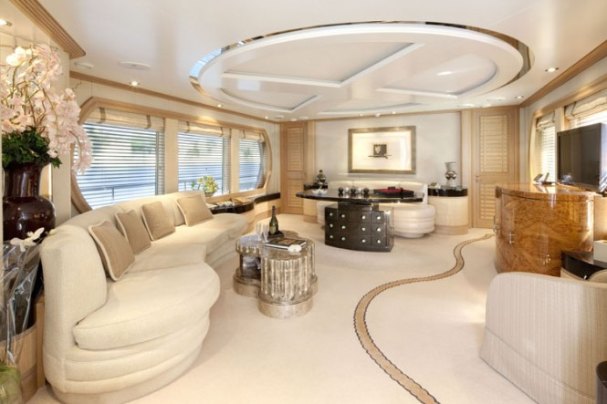 Charter Yacht LA MASCARADE - Main Salon