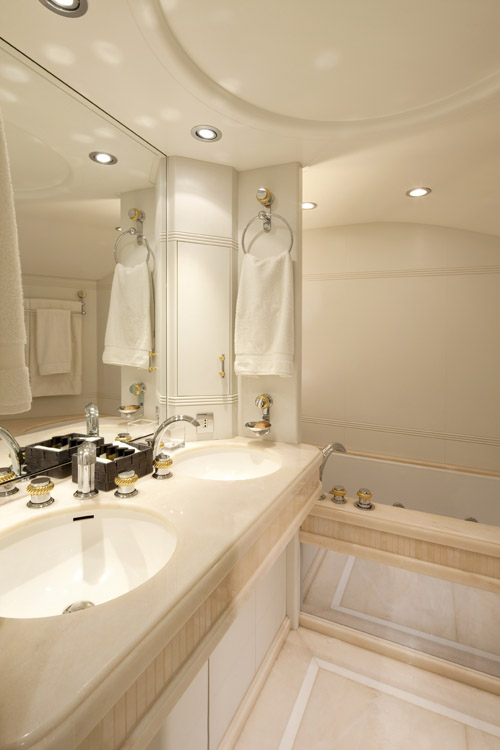 Charter Yacht LA MASCARADE -  Master Bathroom
