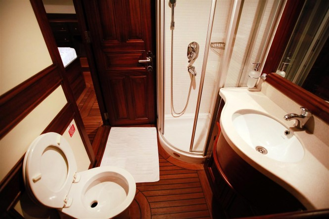 Grande Mare gulet - bathroom