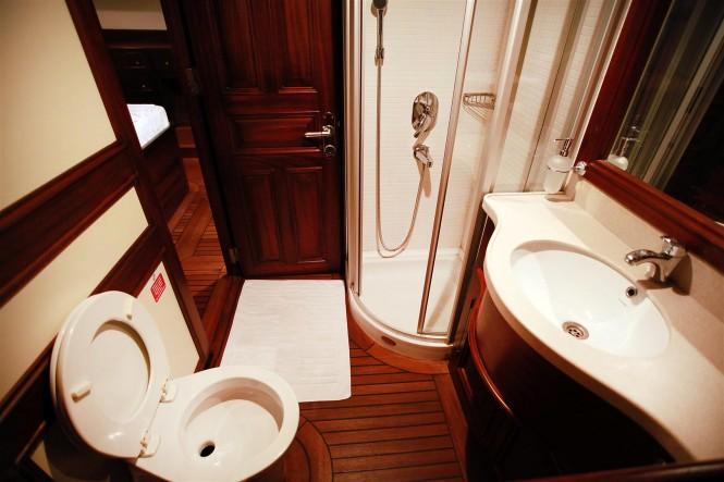 Grande Mare gulet - bathroom