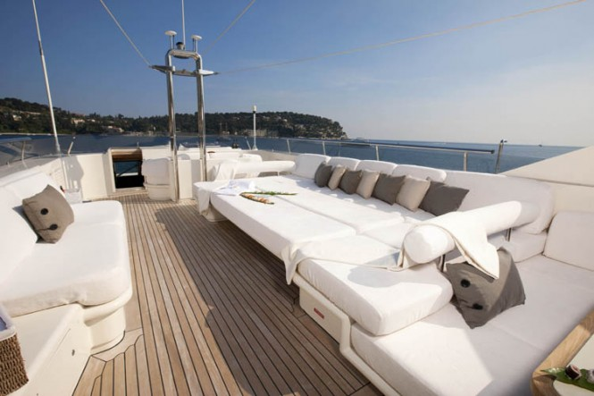 LA MASCARADE superyacht -  Top Deck lounging