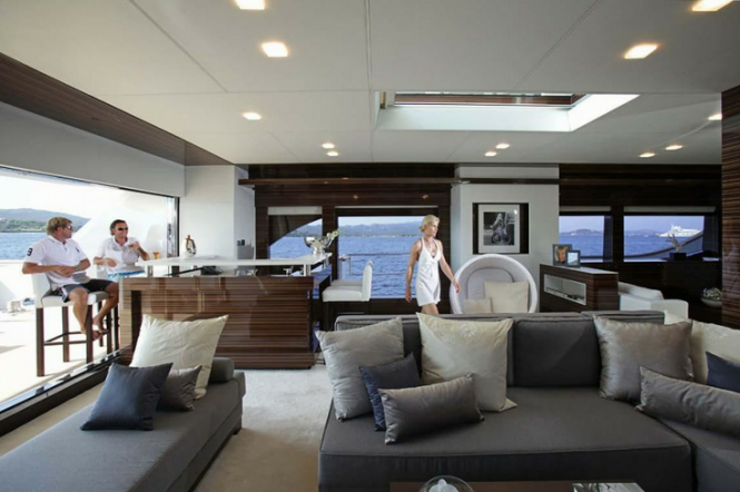 Luxury charter yacht taTii