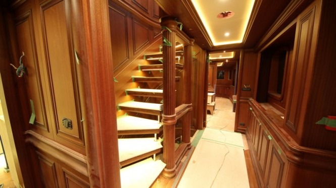 Superyacht Bilgin 160 Classic main deck corridor
