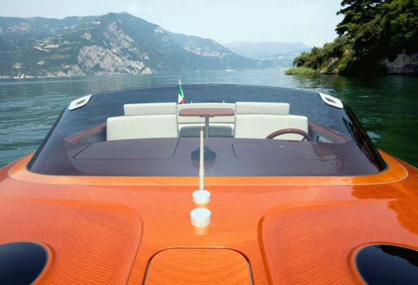 The Riva Aquariva yacht by Marc Newson - front view Photo RivaVentura
