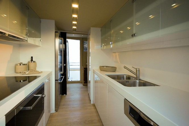 28m superyacht Amer 92 - Galley