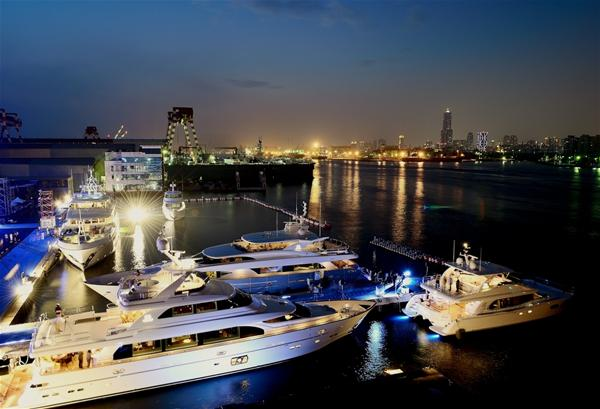 Horizon yachts by night