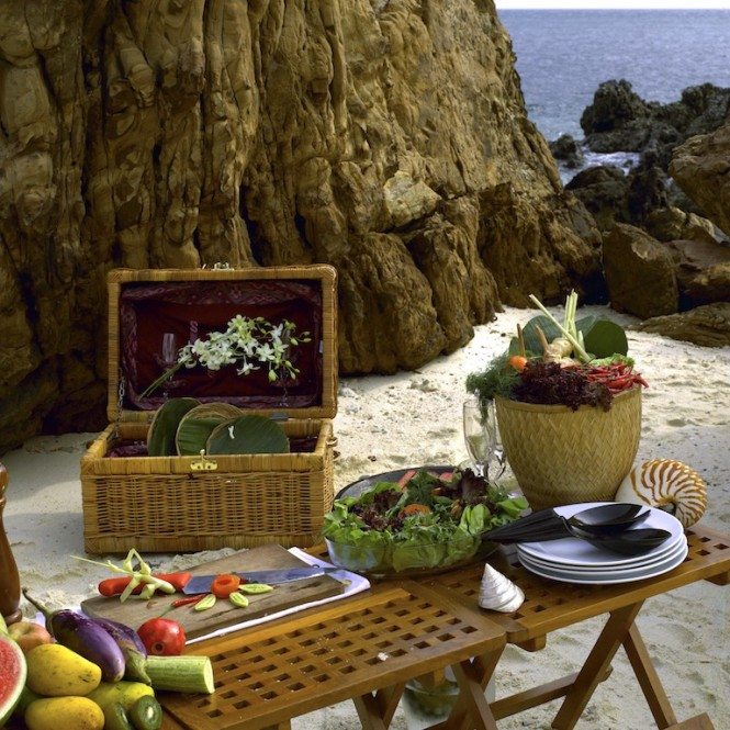 Picnic on the beach - Silolona yacht