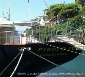 Photos of Perini Navi sailing yacht PIROPO IV in the Sporades