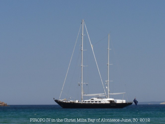 Sailing yacht Piropo IV in the Sporades - Photo credit to Ferdinand Rogge