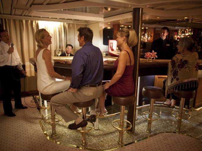 Sea Dream superyacht - Piano Bar