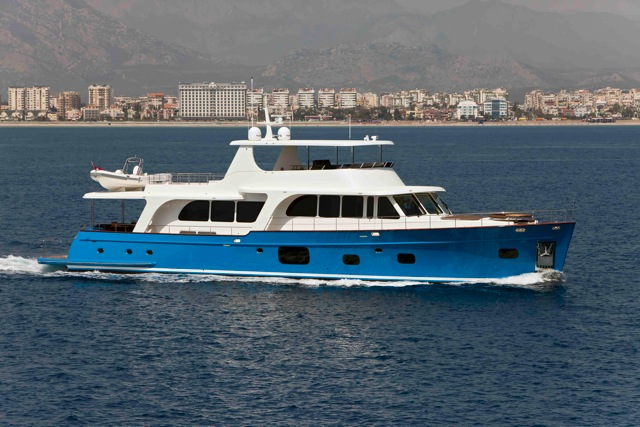 Superyacht Moni - side view